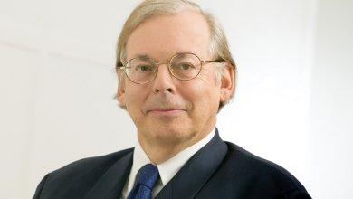 Le professeur émérite Yvan Allaire reçoit la médaille de l'Ordre de Montréal
