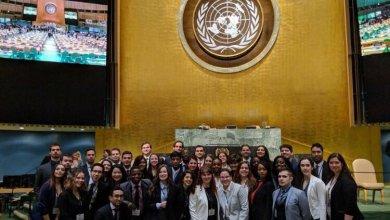 La délégation de l'ESG sur la plus haute marche du podium à la Simulation des Nations Unies